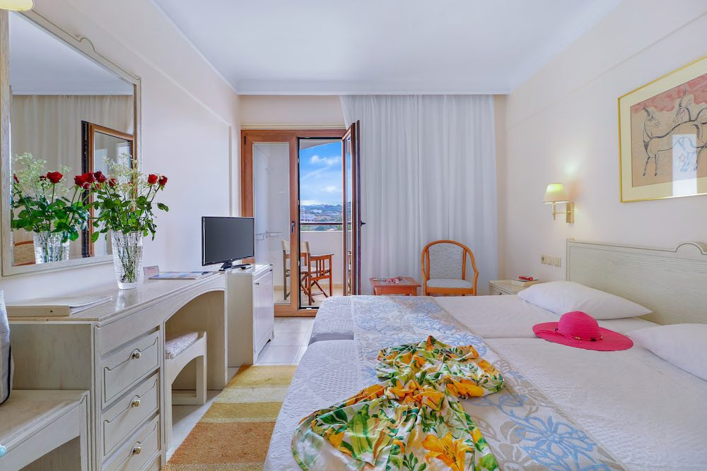 Doppelzimmer (Landseite) - Copyright © Creta Star